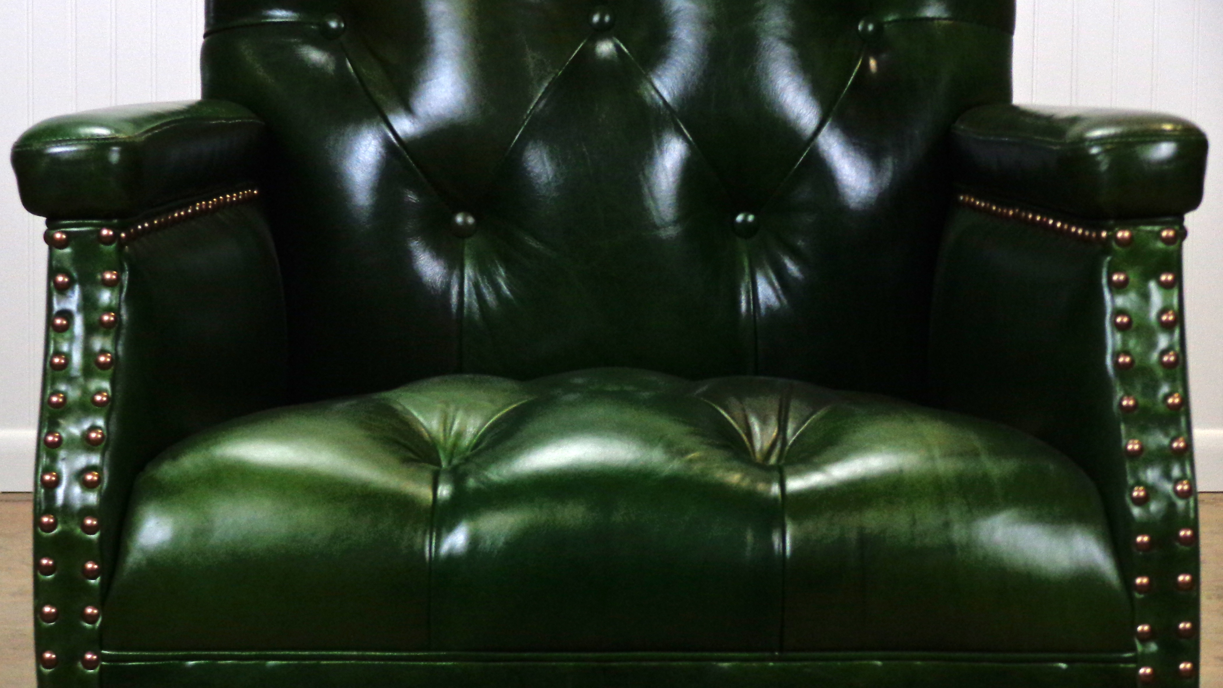 Gull Tufted Leather Green Chair