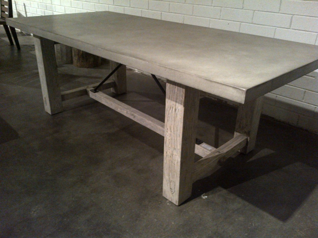 Attrayant Concrete And Reclaimed Wood Rustic Farm Table